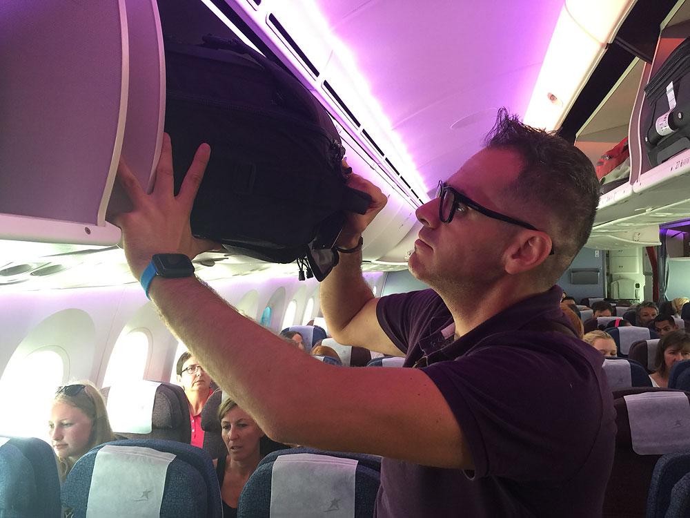 Viajar en avión con equipo fotográfico completo ThinkTank Airport Takeoff 18