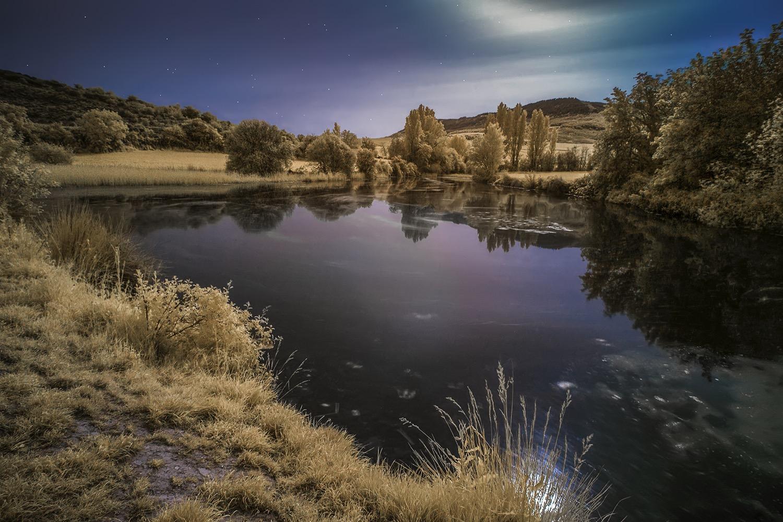 Guenduláin laguna infrarroja nocturna