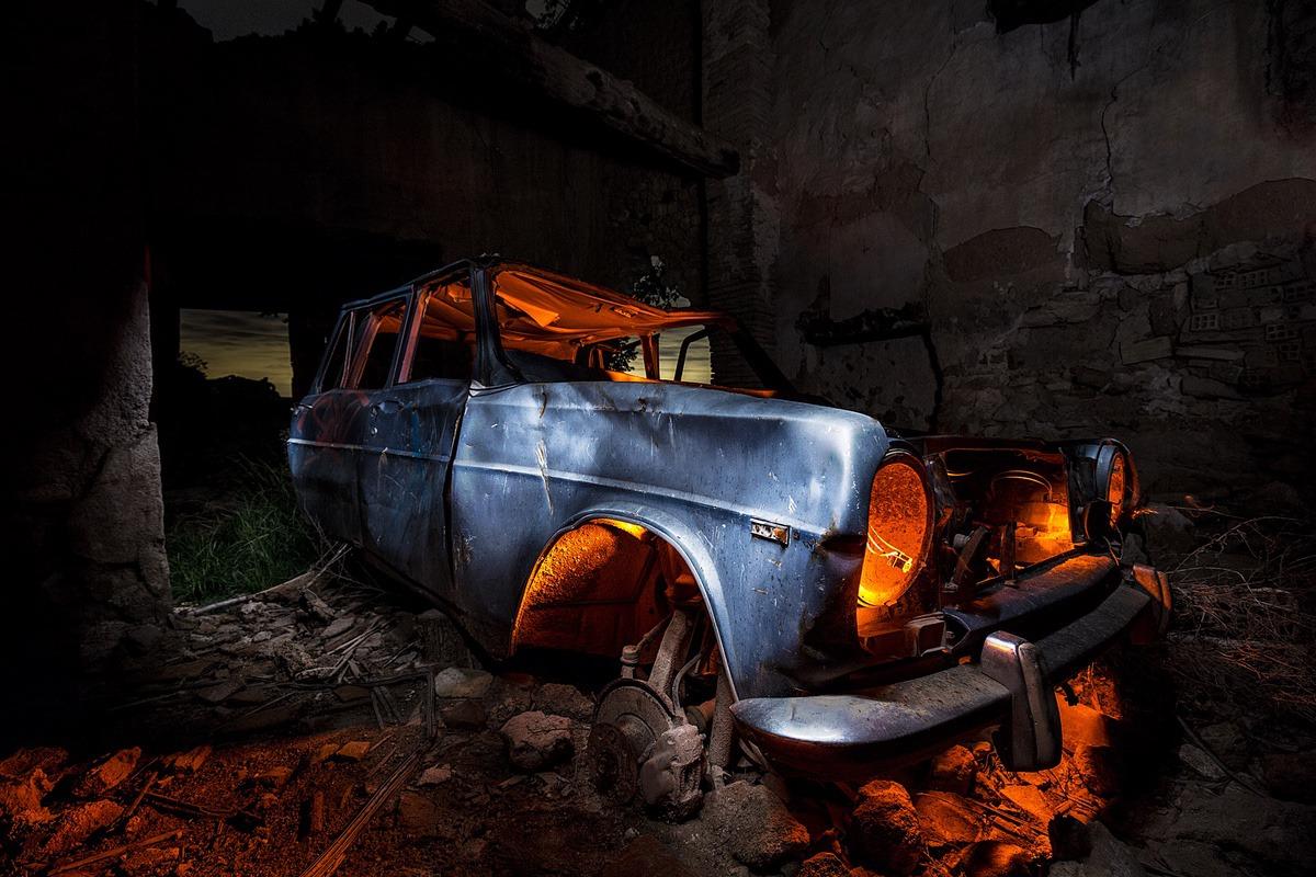 dead car, 16-35, f4, 60s, ISO800